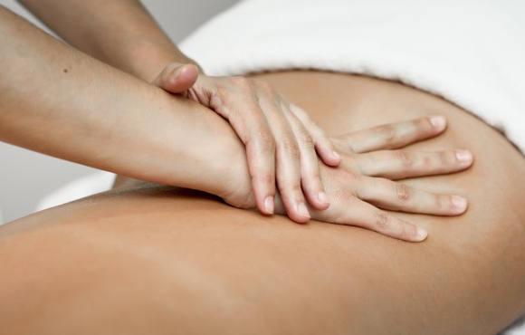 Cause della lombalgia e sintomi da riconoscere per risolvere il dolore alla schiena