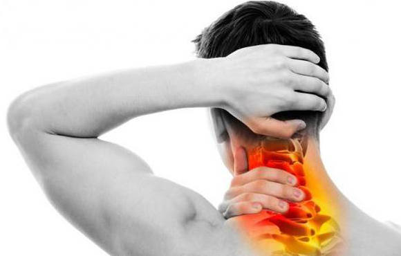 Mal di testa da cervicale | Come curare un disturbo doloroso e spossante